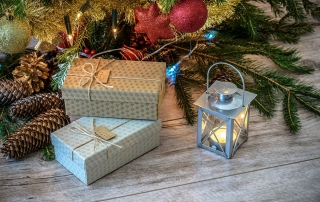 Easy Ways to Control Christmas Clutter and Organize your Holiday Season